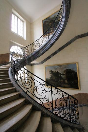 L'escalier orné d'une grille de Jean Lamour
